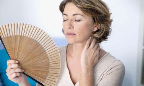 При климаксе у женщин старше 45 лет происходят гормональные изменения, на фоне которых наблюдается снижение тонуса мышечной ткани всего тела, в том числе мочевого пузыря и уретры