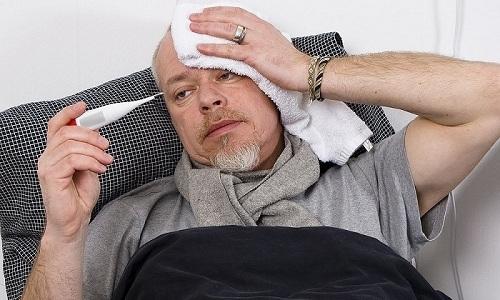 Мужчинам рекомендуется обратиться к врачу, если наблюдается повышенная температура тела