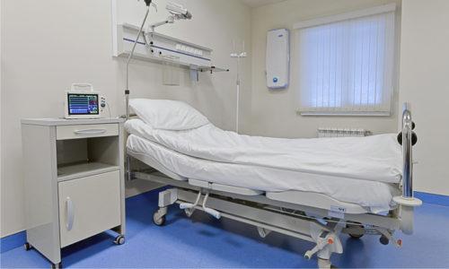 Решение о госпитализации врач принимает исходя из различных факторов