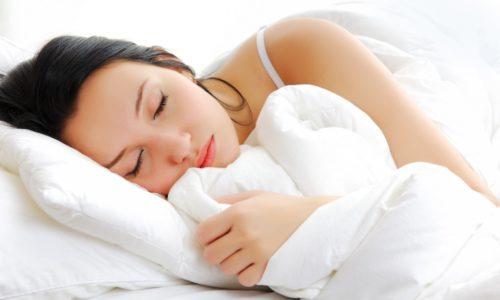 В ночное время мочевыводящие органы должны отдыхать, поэтому употреблять арбуз нужно не позднее, чем за 3 часа до сна