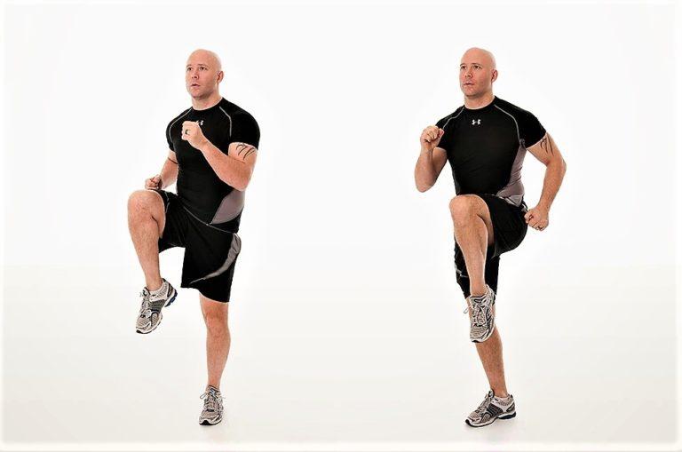 Прыжки с высоко поднятыми коленями