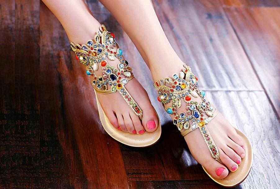 Ножки в сандалях