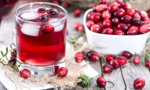 Проявления острого цистита эффективно и безопасно снимают соки и компоты на основе ягод клюквы и брусники